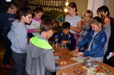 Демонстрации на Център за забавна математика, София - Музей на текстилната индустрия - Сливен